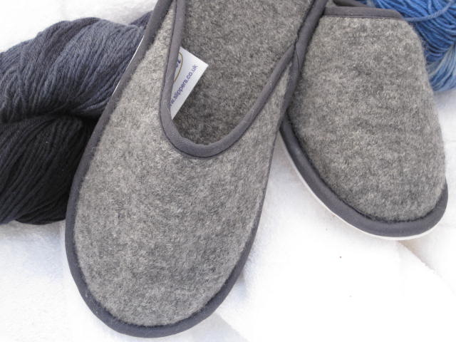 Style 352 Pre-Shrunk Wool Slippers